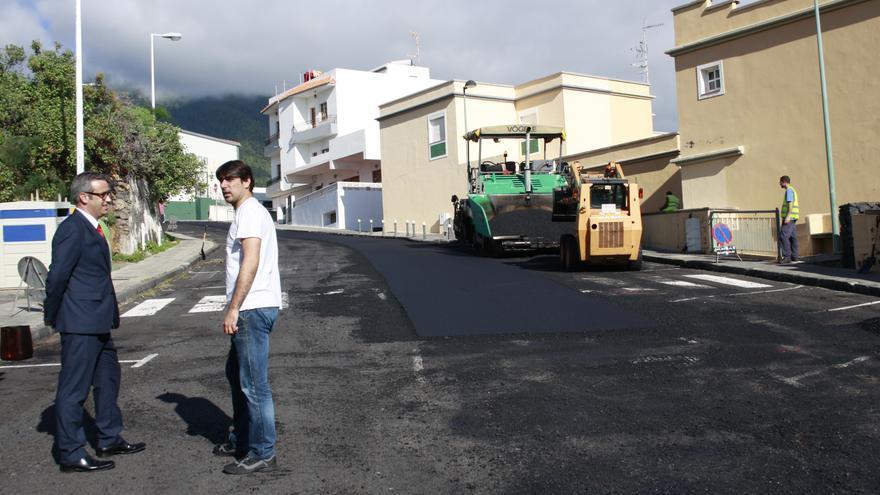 Obras de asfaltado en El Pilar.