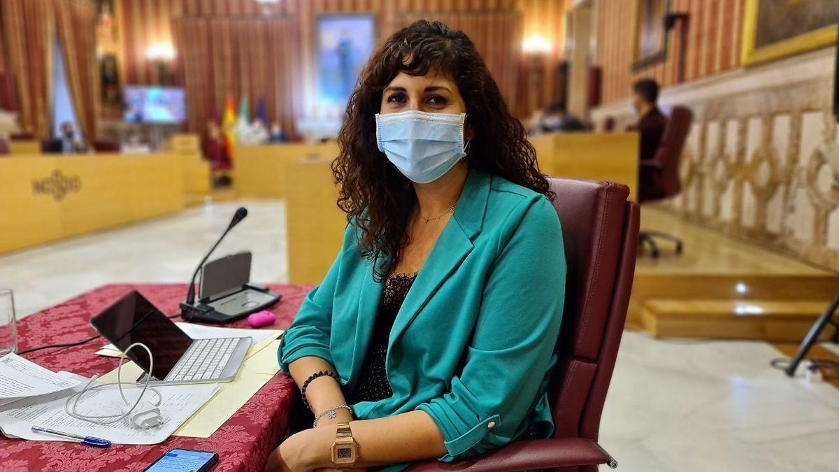 Sandra Heredia en el salón plenario del Ayuntamiento de Sevilla, donde ahora cambiará de ubicación.