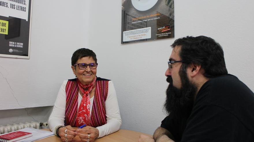 Mercedes Ruiz-Giménez y Andrés Rodríguez Amayuelas, durante la entrevista en la sede de la Coordinadora de ONG para el Desarrollo.   L. O.