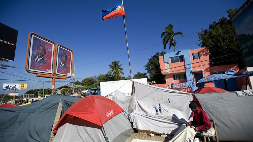 15 de marzo de 2010. Dos meses después del seísmo, cientos de miles de personas vivían en refugios improvisados. La falta de abrigo y las deficientes condiciones de higiene representaban un peligro en términos de salud pública. Fotografía: Julie Rémy