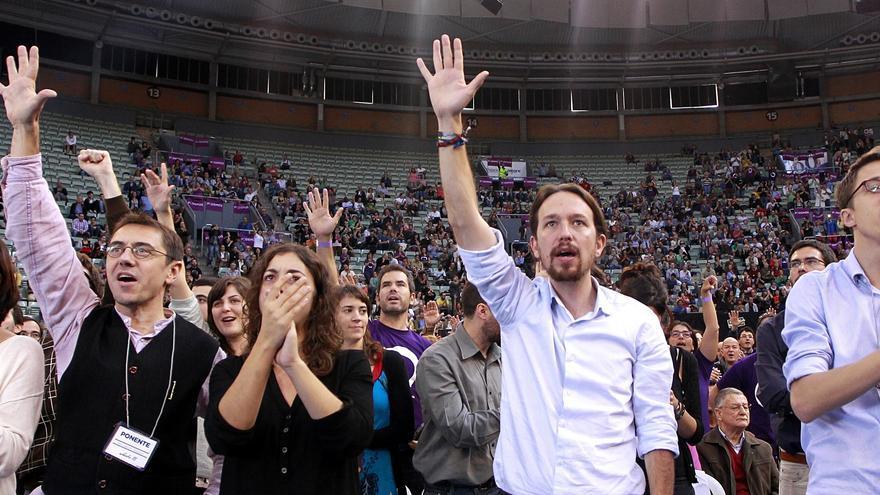 Carolina Bescansa, Juan Carlos Monedero, Tania González, Pablo Iglesias, e Íñigo Errejón, en la Asamblea de Podemos en Vistalegre. / Marta Jara