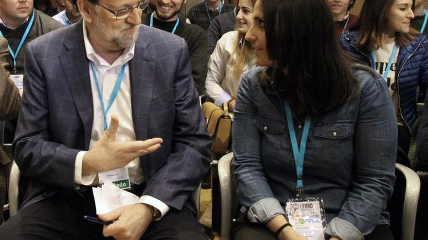 """Rajoy critica la política del """"postureo"""" y aboga por aportar """"cordura"""""""