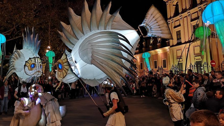 El mar ha sido el protagonista del Pasacalle 'Abismos' en Sevilla