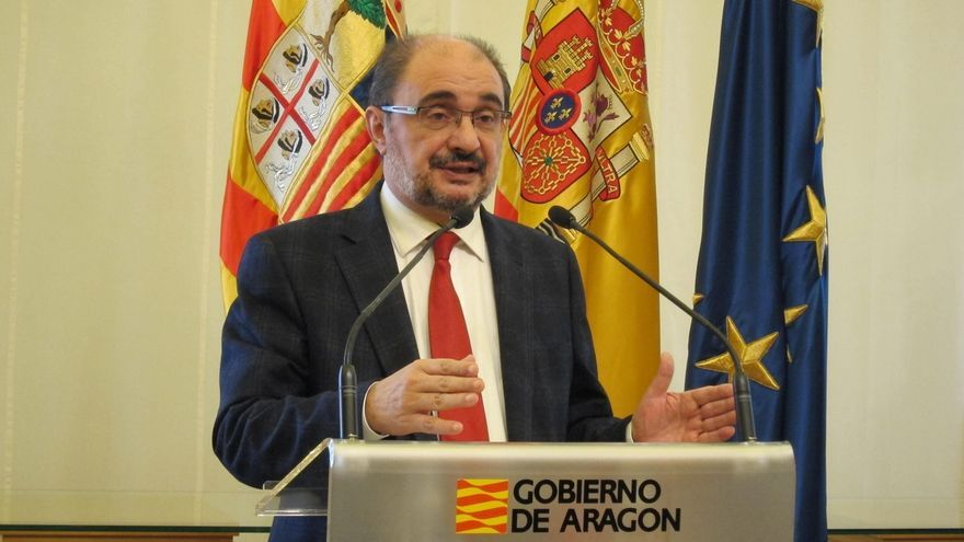 Lambán respeta la decisión de Cosculluela de dejar la Presidencia del Parlamento aragonés y admite no sorprenderle