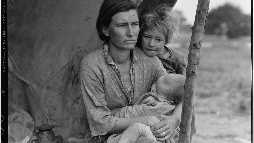 Nipomo, California, marzo de 1936. Una familia de trabajadores agrícolas migrantes con siete niños hambrientos y una madre de 32 años.
