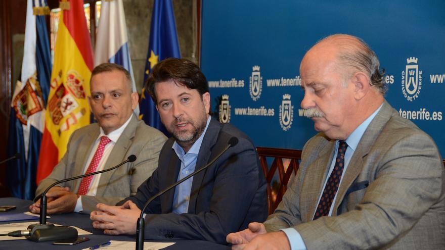 Efraín Medina (izquierda), Carlos Alonso (centro) e Ignacio Pintado, exgerente del Recinto Ferial