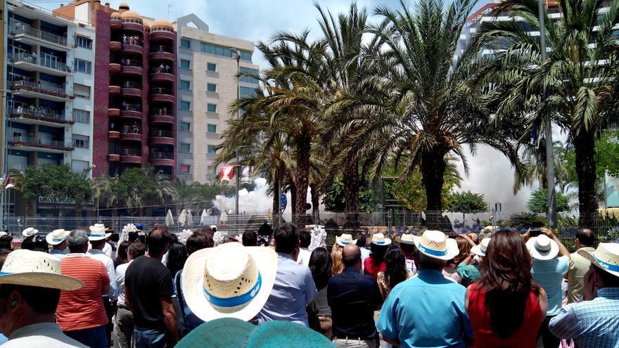 La plaza de Luceros/Estels durante una mascletà, imagen de archivo