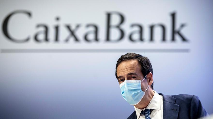 CaixaBank gana 1.381 millones, 19% menos,al dotar 1.252 millones por la COVID