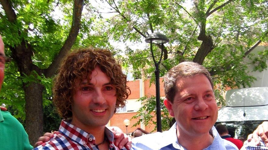 Page conoce en Malagón (Ciudad Real) al 'doble' de David Bisbal, número 6 de la candidatura local