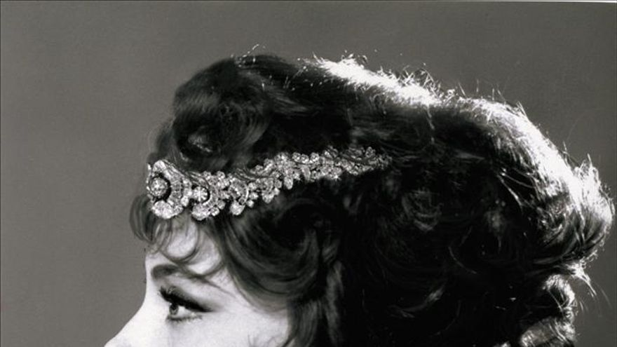 La actriz Gina Lollobrigida llega a Ginebra para lanzar venta de sus joyas