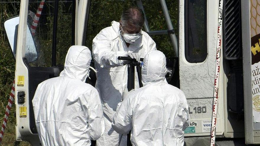Los 71 muertos de la camión ya estaban asfixiados al llegar a Austria