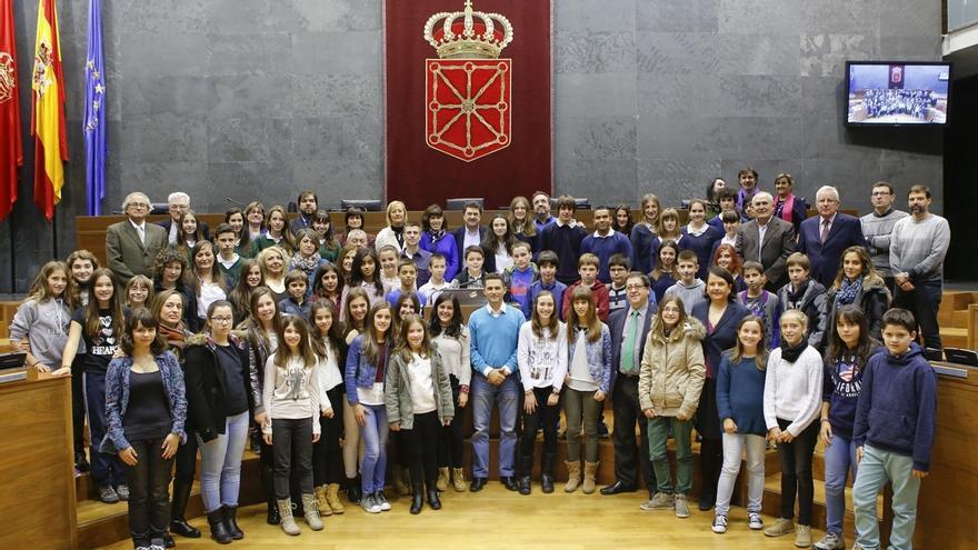El Parlamento celebra un pleno dedicado a analizar la situación de la infancia en Navarra