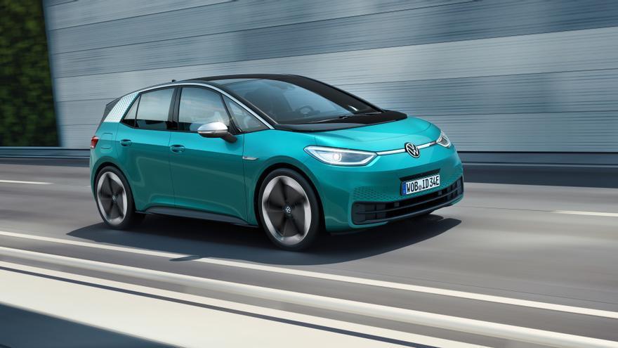 Además de su aspecto futurista, el ID.3 destaca por el estreno del nuevo logo de Volkswagen.