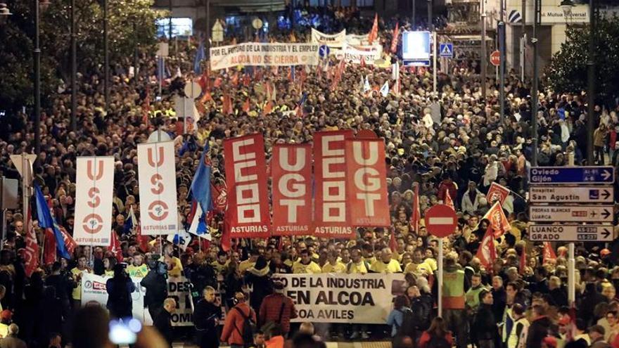 Los trabajadores de Alcoa piden ayuda al Gobierno para evitar sus despidos