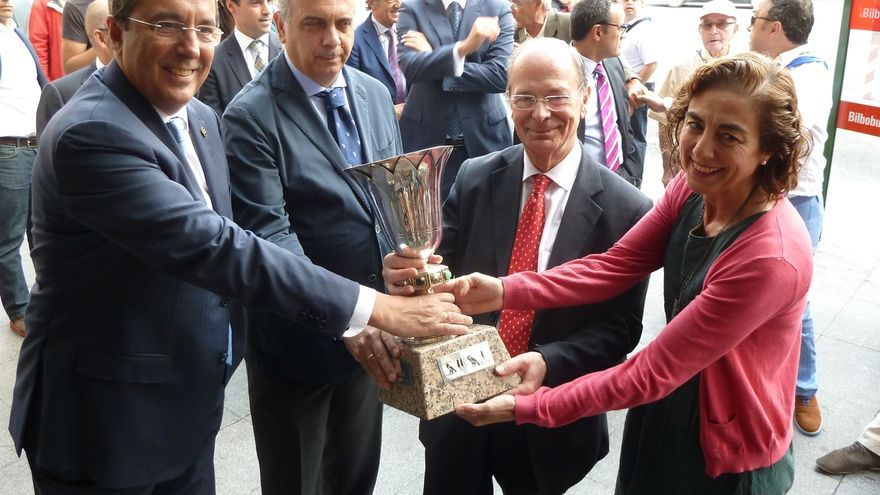 El m tico trofeo naismith estar expuesto en la oficina de for Oficinas turismo bilbao