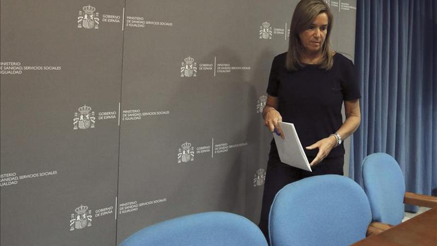 Mato convoca a los directores de Salud de las comunidades tras el contagio por ébola. / EFE.