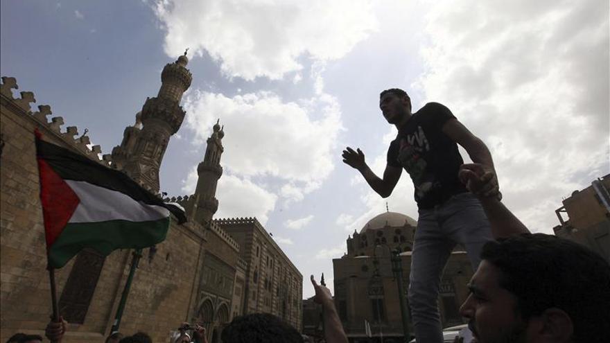 """Hermanos Musulmanes protestan en Egipto contra las últimas """"agresiones"""" israelíes cerca de Damasco"""