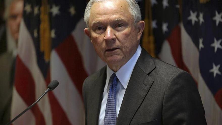 """El fiscal general de EE.UU. anuncia """"tolerancia cero"""" frente a la banda MS-13"""