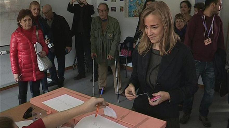 Tania Sánchez vota en las primarias de IU de Madrid