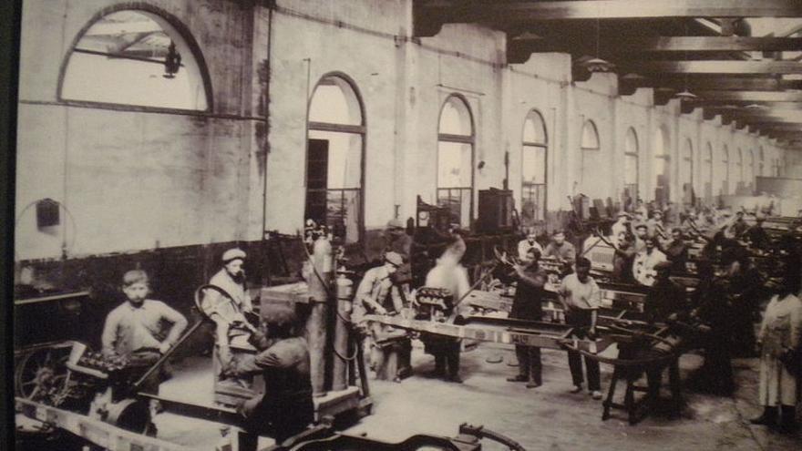 Interior de una de las fábricas de Hispano-Suiza a comienzos del siglo XX