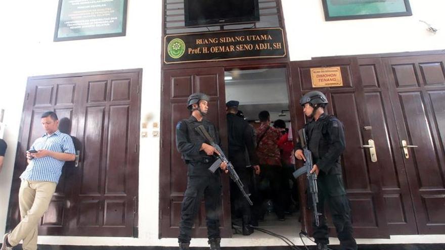 Piden pena de muerte para el ideólogo del grupo islamista más activo en Indonesia