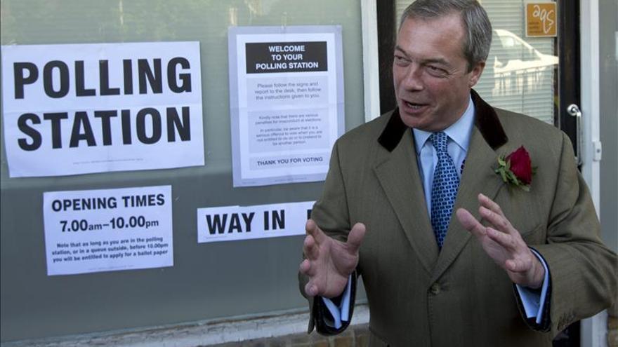 Farage continúa como líder del UKIP al rechazar el partido su dimisión