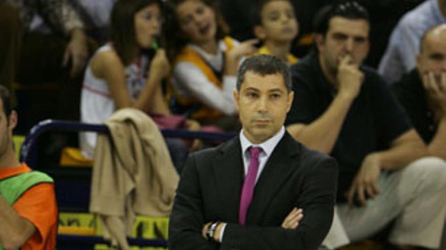 Manolo Hussein, nuevo entrenador del Power Electronics Valencia. (QUIQUE CURBELO)
