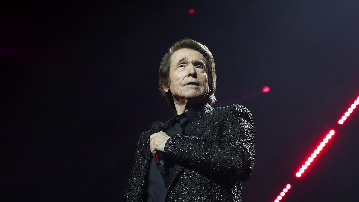 El cantante Raphael, durante uno de los dos conciertos para celebrar 60 años de carrera en el Wizink Center de Madrid.