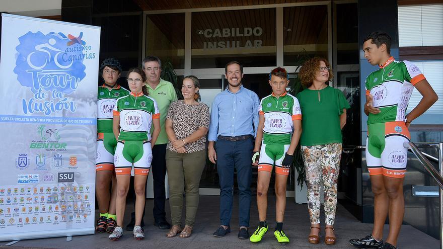 Un momento de la visita al Cabildo.