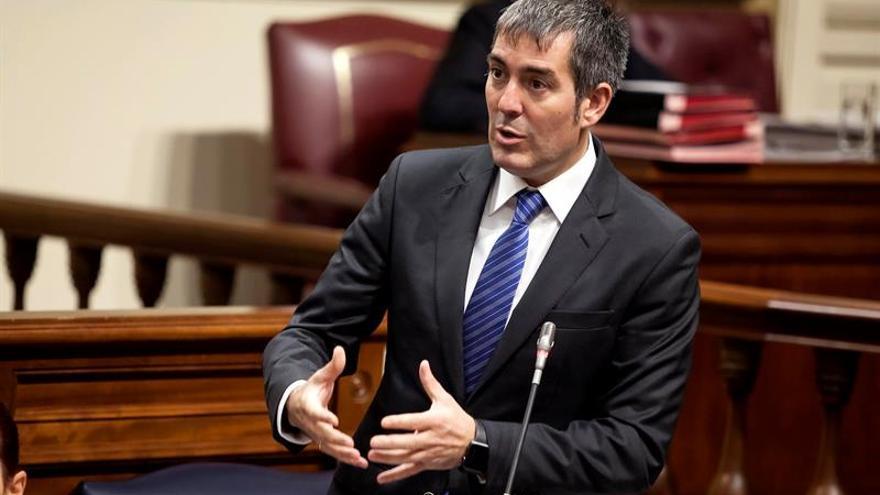 El presidente del Gobierno de Canarias, Fernando Clavijo, durante una de sus intervenciones en el Pleno del Parlamento de Canarias.
