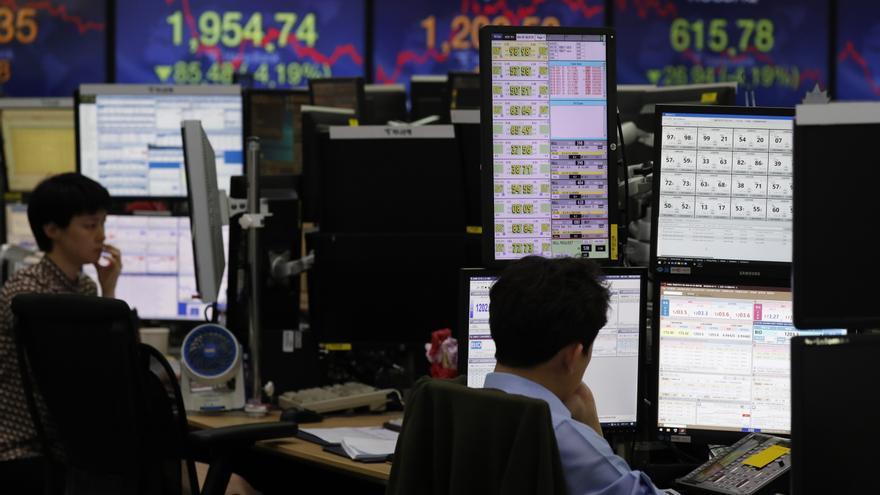 Seúl cae más de un 2 % debido al nuevo brote de COVID-19 en Corea del Sur