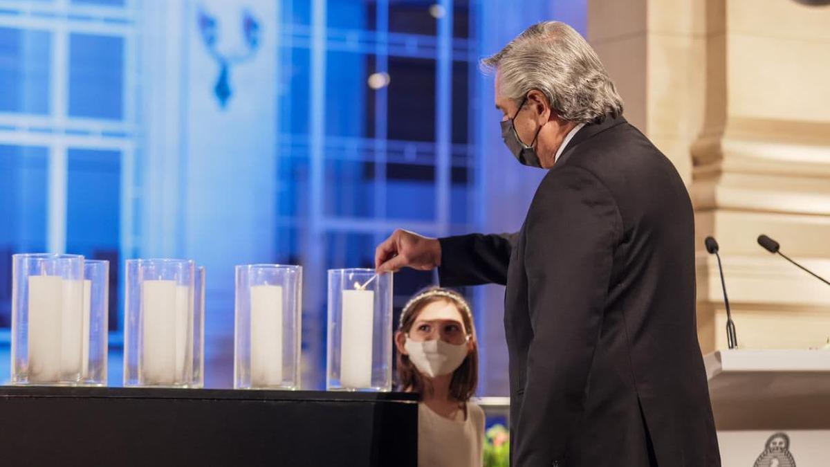 Alberto Fernández el día del homenaje a los muertos por Covid-19 en Argentina