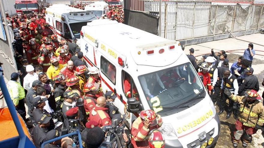 Muerte de bomberos causa conmoción en Perú y abre sospechas sobre el incendio
