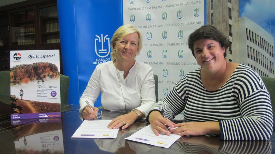 Un momento de la firma del acuerdo entre el Cabildo y la agencia.