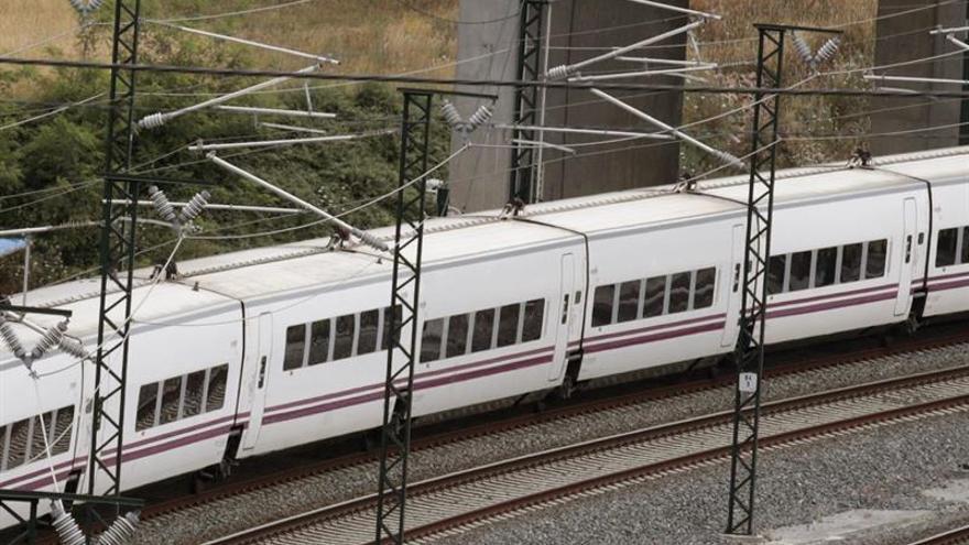 Un maquinista abandona un tren Alvia con 110 pasajeros en Osorno (Palencia)