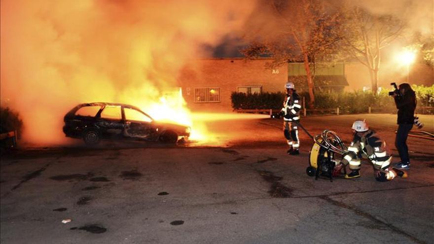 Disturbios en varios barrios de las afueras de Estocolmo por tercera noche consecutiva