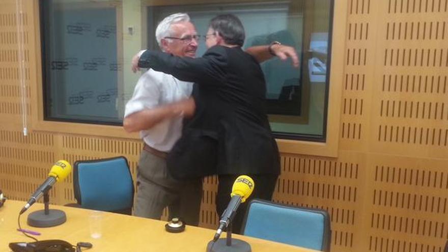 Joan Ribó (Compromís) y Ximo Puig (PSOE) en su primer encuentro tras las elecciones, en la Cadena Ser. /@SerValencia