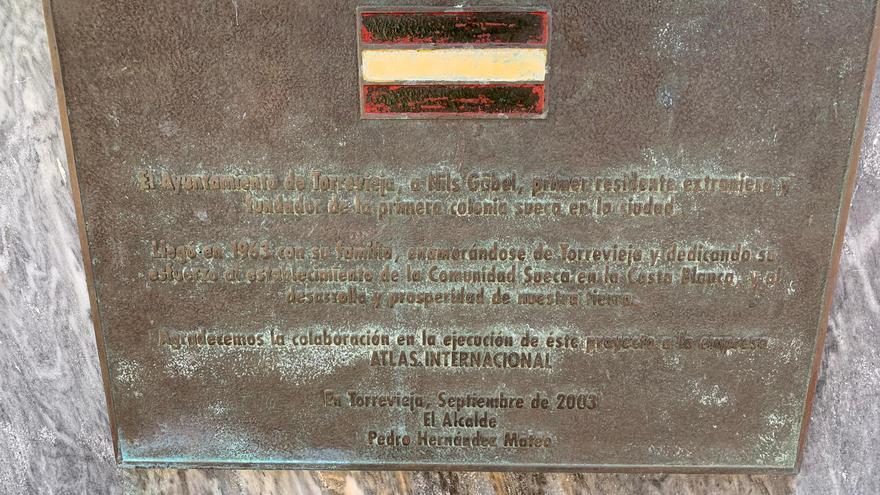 Placa del exalcalde popular de Torrevieja Pedro Hernández Mateo, condenado por corrupción.