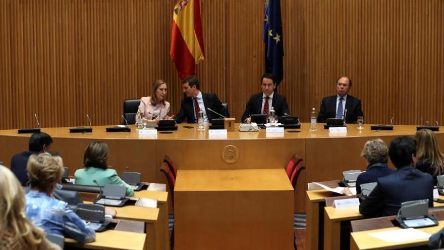 Casado exige la suspensión como parlamentarios de los presos independentistas