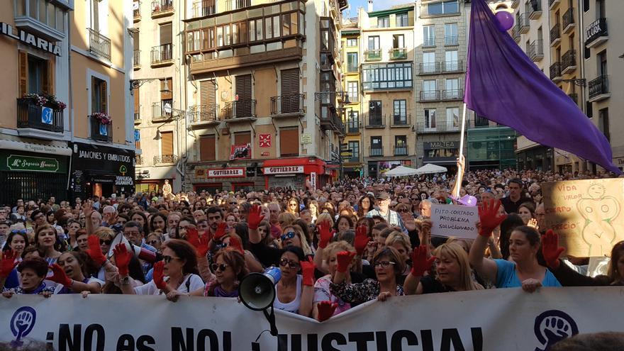 Concentración en Pamplona contra la puesta en libertad de 'la manada'.