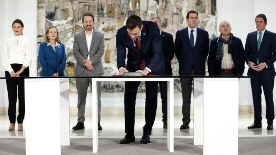 Firma del acuerdo para subir el salario mínimo a 950 euros en 2020.