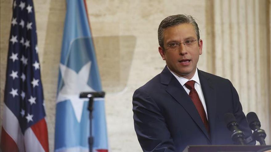 Subida de impuestos para paliar la crisis de Puerto Rico supera trabas legislativas