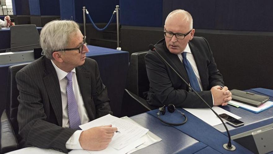 """Juncker critica que los líderes que apoyaron el """"brexit"""" dimitan ahora"""