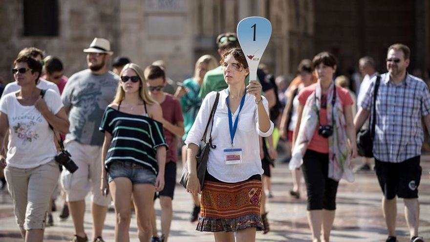 España recibe el récord de 52,5 millones de turistas hasta agosto