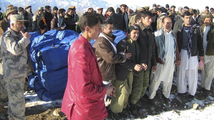 Asciende a 208 el número de muertos en aludes en Afganistán