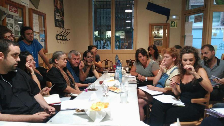Trobada a la Violeta de Gràcia per pensar un sindicat d'inquilins a Barcelona