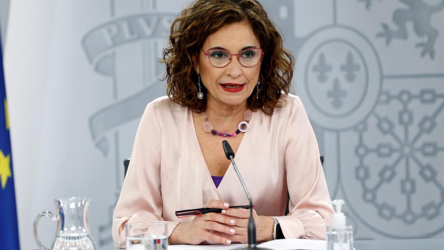 Montero recuerda a los barones del PSOE que es el Gobierno quien decide los indultos