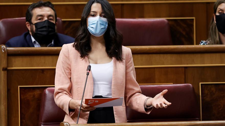Arrimadas apuesta por el PP para una moción de censura: debilita más a Sánchez