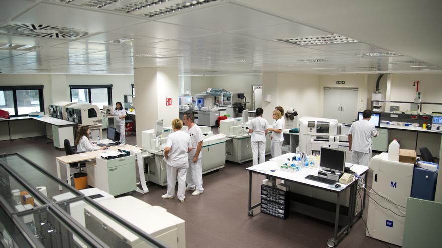 Personal sanitario en las instalaciones del nuevo hospital de Vigo