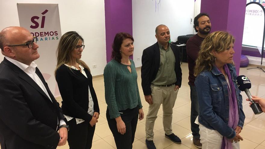 María José Belda, en la presentación de la candidatura de Sí Podemos Canarias, junto a otros integrantes de la lista al Cabildo de Tenerife